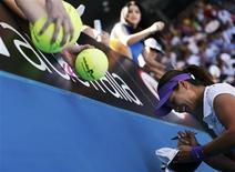 Pour sa deuxième finale à l'Open d'Australie, Li Na pourra compter samedi face à Victoria Azarenka sur les conseils du technicien belge Carlos Rodrigues, qui a mené Justine Henin vers sept victoires en Grand Chelem. /Photo prise le 24 janvier 2013/REUTERS/Tim Wimborne