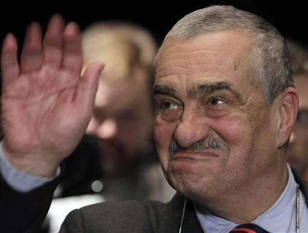 Czech presidential candidate Karel Schwarzenberg greets supporters after the first round of the country's first direct presidential election to replace outgoing president Vaclav Klaus, in Prague January 12, 2013. REUTERS/David W Cerny