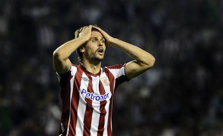 Athletic Bilbao's Fernando Llorente reacts during their Europa League Group I soccer match against Hapoel Kiryat Shmona at San Mames stadium in Bilbao September 20, 2012. REUTERS/Vincent West