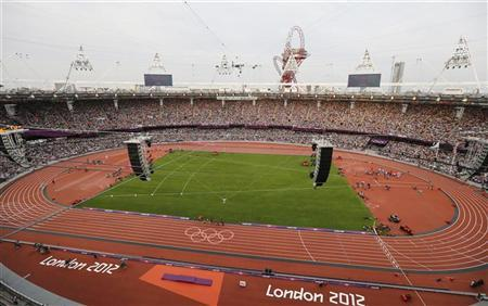 A general view of the Olympic Stadium during the men's 5000m final at the London 2012 Olympic Games August 11, 2012. REUTERS/Pawel Kopczynski
