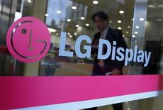 LG Display anunciou que embarques de painéis sofrerão queda neste trimestre. Informação derou preocupações sobre crescimento mais fraco para produtos da Apple. 20/10/2011 REUTERS/Jo Yong-Hak