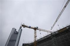 A construction site is pictured next to Germany's Commerzbank headquarters in Frankfurt January 18, 2013. REUTERS/Lisi Niesner (GERMANY - Tags: BUSINESS EMPLOYMENT)