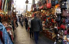 Un mercato nel centro di Firenze, 20 novembre 2011. REUTERS/Giampiero Sposito