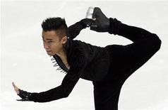 Le Français Florent Amodio a pris la tête jeudi du championnat d'Europe de patinage artistique de Zagreb après le programme court. Son compatriote Brian Joubert est troisième. /Photo prise le 24 janvier 2013/REUTERS/Antonio Bronic