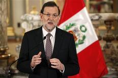 El presidente del Gobierno, Mariano Rajoy, anunció el jueves que el Ejecutivo prorrogará automáticamente su plan de ayuda a los parados de larga duración hasta que la tasa de paro del país no baje del 20 por ciento. Imagen de Rajoy en la rueda de prensa en la que hizo el anuncio el 24 de enero en Lima, tras reunirse con el presidente peruano Ollanta Humala en una visita oficial al país. REUTERS/Enrique Castro-Mendivil