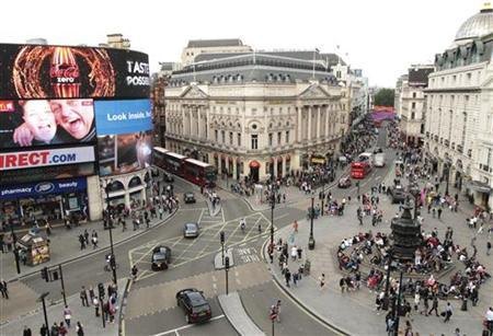 Piccadilly Circus at rush hour, much less congested than usual, in central London July 31, 2012. REUTERS/Olivia Harris