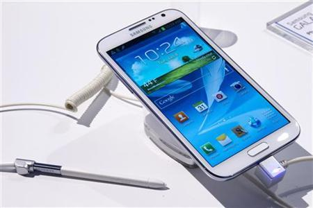A Samsung Galaxy Note II phone-cum-tablet is displayed during the first day of the Consumer Electronics Show (CES) in Las Vegas January 8, 2013. REUTERS/Steve Marcus/Files