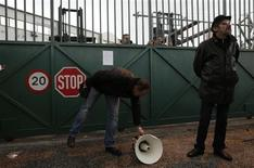 Striking workers stand outside a metro depot in Athens January 24, 2013. REUTERS/John Kolesidis