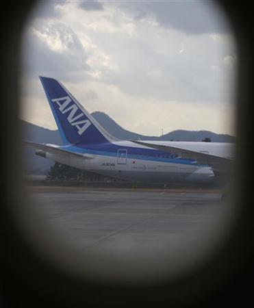 All Nippon Airways' (ANA) Boeing Co's 787 Dreamliner aircraft which made an emergency landing on last Wednesday, is seen through a window of the ANA's Airbus A320 jet, at Takamatsu airport in Takamatsu, western Japan January 19, 2013. U.S. and Japanese aviation safety officials finished an initial investigation of a badly damaged battery from a Boeing Co 787 Dreamliner jet on Friday as Boeing said it was halting deliveries until the battery concerns were resolved. REUTERS/Issei Kato (JAPAN - Tags: TRANSPORT DISASTER BUSINESS POLITICS)