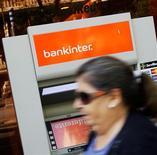 Crédit agricole a réalisé la cession d'une part de sa participation dans la banque espagnole Bankinter, portant sur environ 5,2% du capital, pour un montant de 116 millions d'euros, opération qui lui permet de dégager une plus-value de 32 millions. /Photo d'archives/REUTERS/Susana Vera