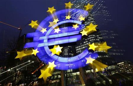 An illuminated euro sign is seen in front of the headquarters of the European Central Bank (ECB) in the late evening in Frankfurt January 8, 2013. REUTERS/Kai Pfaffenbach/Files