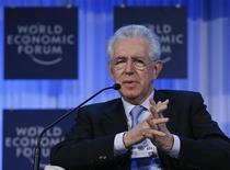 Il presidente del Consiglio Mario Monti parla durante il World Economic Forum (WEF) a Davos. 24 gennaio 2013. REUTERS/Pascal Lauener