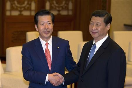 Natsuo Yamaguchi (L), leader of Japan's New Komeito party, shakes hands with China's president-in-waiting Xi Jinping during a meeting at the Great Hall of the People in Beijing, January 25, 2013. REUTERS/Ng Han Guan/Pool