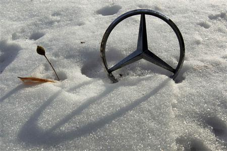 File picture shows a German car manufacturer Daimler's characteristic Mercedes-Benz star on a snow covered vehicle in Bucharest February 10, 2012. REUTERS/Radu Sigheti/file