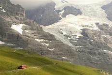A train of the Jungfraubahn railways drives down to the Kleine Scheidegg station (altitude 2061 metres/6762 feet) near the Swiss mountain resort of Grindelwald July 25, 2012. REUTERS/Arnd Wiegmann