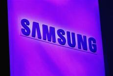 The company logo is displayed at the Samsung news conference at the Consumer Electronics Show (CES) in Las Vegas January 7, 2013. REUTERS/Rick Wilking (UNITED STATES - Tags: BUSINESS SCIENCE TECHNOLOGY LOGO)
