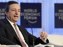 El Banco Central Europeo prevé que la economía de la zona euro se recupere en la segunda mitad del año, dijo el viernes el presidente de la entidad, Mario Draghi, quien agregó que la mejora de los mercados financieros no se ha sentido todavía en la economía en general. En la imagen, Draghi en su intervención en Davos, el 25 de enero de 2013. REUTERS/Denis Balibouse