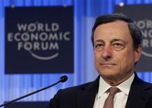 Mario Draghi, le président de la Banque centrale européenne (BCE), a déclaré à Davos s'attendre à une reprise économique dans la zone euro dans la seconde partie de l'année, ajoutant que le rebond des marchés financiers n'avait pas encore eu de répercussion sur l'activité économique dans son ensemble. /Photo prise le 25 janvier 2013/REUTERS/Denis Balibouse