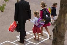 Six Français sur dix (59%) sont pour un retour à la semaine de quatre jours et demi à l'école primaire, une réforme gouvernementale combattue par une partie des enseignants, selon un sondage BVA pour i>TELE diffusé vendredi. /Photo d'archives/REUTERS/Charles Platiau