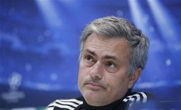 Técnico José Mourinho precisa negociar o que pode ser uma semana decisiva para o Real Madrid. Time recebe o Barça na próxima quarta-feira. 03/12/2012 REUTERS/Andrea Comas