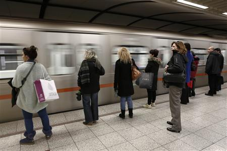 Passengers wait to board on a train at Syntagma metro station after the end of a nine-day strike in Athens January 25, 2013. REUTERS/Yorgos Karahalis