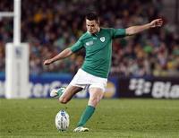 Le demi d'ouverture du Leinster et du XV d'Irlande Jonathan Sexton jouera la saison prochaine pour un club français. Selon la presse, il serait sur le point de rejoindre le Racing-Métro. /Photo d'archives/REUTERS/Nigel Marple