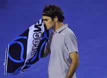 En s'inclinant en cinq sets (6-4 6-7 6-3 6-7 6-2) face à Andy Murray vendredi à Melbourne, Roger Federer a échoué aux portes de la finale de l'Open d'Australie pour la troisième année consécutive. /Photo prise le 25 janvier 2013/REUTERS/Toby Melville