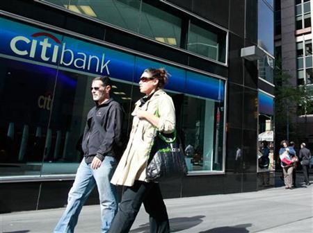 People walk past a Citibank branch in New York, October 18, 2010. Citigroup Inc reported its third straight quarterly profit, beating forecasts and boosting optimism that the banking sector is on track to recover even amid a tepid economic expansion. REUTERS/Brendan McDermid