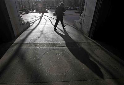 Cold hangs on as wintry storm takes aim at Northeast...