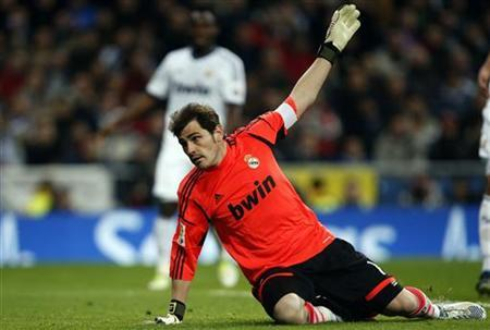 Real Madrid's captain and goalkeeper Iker Casillas reacts during their King's Cup quarterfinal round first leg soccer match against Valencia at Santiago Bernabeu stadium in Madrid January 15, 2013. REUTERS/Sergio Perez