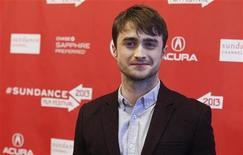 """Daniel Radcliffe ha dejado de lado al niño mago de Harry Potter para dar voz a la """"Generación Beat"""" de los años 1950 en una nueva película """"Kill Your Darlings"""", una seductora historia de amistad, amor homosexual y asesinato. En la imagen, Daniel Radcliffe posa para los fotógrafos en el estreno de """"Kill Your Darlings"""" en Sundance. REUTERS/Mario Anzuoni"""