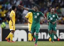 Réduit à dix pendant la dernière demi-heure, le Burkina Faso a tout de même réussi à s'offrir son premier succès depuis quinze ans en Coupe d'Afrique des nations en écrasant l'Ethiopie 4-0 grâce à un doublé d'Alain Traoré. /Photo prise le 25 janvier 2013/REUTERS/Thomas Mukoya