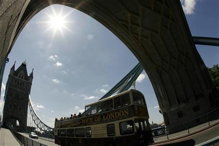 The Tower Bridge is seen in London May 23, 2007. REUTERS/Alessia Pierdomenico