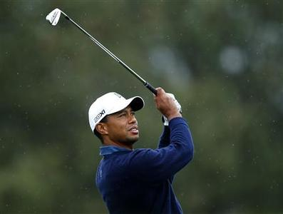 U.S. golfer Tiger Woods hits off the 17th tee of the north course at Torrey Pines during second round play at the Farmers Insurance Open in San Diego, California January 25, 2013. REUTERS/Mike Blake