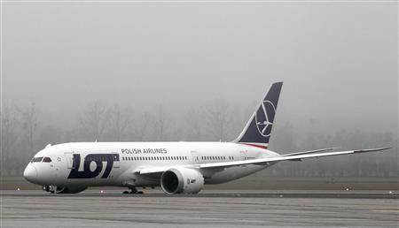 A Boeing 787 Dreamliner aircraft approaches a parking position after its first official landing at the Vienna airport December 17, 2012. REUTERS/Heinz-Peter Bader
