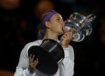 Victoria Azarenka of Belarus poses with The Daphne Akhurst Memorial Cup after defeating Li Na of China in their women's singles final match at the Australian Open tennis tournament in Melbourne, January 26, 2013. REUTERS/Damir Sagolj