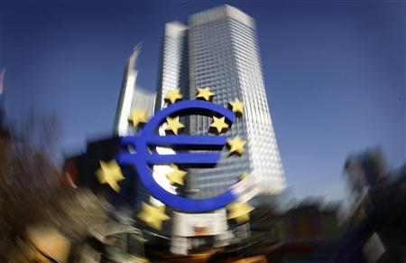 The Euro sculpture is pictured in front of the headquarters of the European Central Bank (ECB) in Frankfurt, January 17, 2012. REUTERS/Kai Pfaffenbach