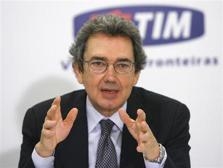 Franco Bernabe, Chief Executive of Italian telephone company Telecom Italia , gestures during a news conference in Brasilia January 17, 2008. REUTERS/Jamil Bittar