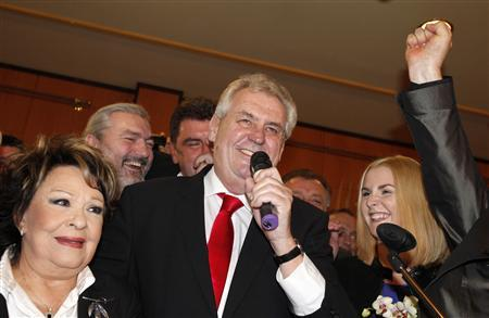 Czech presidential candidate Milos Zeman (C) addresses the media after the direct presidential election to replace outgoing President Vaclav Klaus in Prague January 26, 2013. REUTERS/David W Cerny