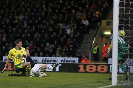 Luton Town's Scott Rendell (2nd L) scores past Norwich City's goalkeeper Declan Rudd during their FA Cup fourth round match at at Carrow Road in Norwich January 26, 2013. REUTERS/Stefan Wermuth