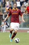 L'attaquant de l'AS Rome Mattia Destro sera absent des terrains pendant deux mois, le temps prévu pour sa récupération après une opération au genou gauche. /Photo prise le 7 octobre 2012/REUTERS/Giampiero Sposito