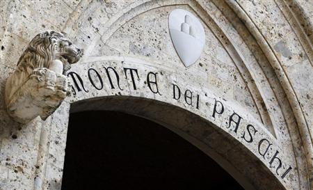 The main entrance to Monte Dei Paschi bank headquarters is pictured in Siena January 25, 2013. REUTERS/Stefano Rellandini