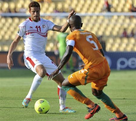 Tunisia's Ben Youssef is challenged by Ivory Coast's Didier Zokora (R) during their African Nations Cup Group D soccer match in Rustenburg January 26, 2013. REUTERS/Ihsaan Haffejee