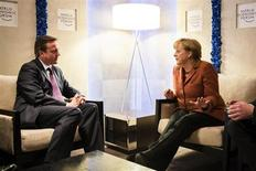 British Prime Minister David Cameron talks with German Chancellor Angela Merkel during the annual meeting of WEF in Davos, in this picture provided by Bundespresseamt January 24, 2013. REUTERS/Jesco Denzel / Bundespresseamt/Handout (GERMANY) ATTENTION EDITORS - THIS IMAGE WAS PROVIDED BY A THIRD PARTY. FOR EDITORIAL USE ONLY. NOT FOR SALE FOR MARKETING OR ADVERTISING CAMPAIGNS. THIS PICTURE IS DISTRIBUTED EXACTLY AS RECEIVED BY REUTERS, AS A SERVICE TO CLIENTS - RTR3CW0G