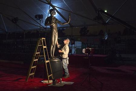 A man cleans the Actor Statuette ahead of the Screen Actors Guild Awards (SAG) at the Shrine Exposition Center in Los Angeles January 26, 2013. Picture taken January 26, 2013. REUTERS/Adrees Latif