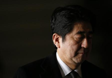 Japan's Prime Minister Shinzo Abe arrives at his official residence after he cancelled part of his trip in Southeast Asia, his first overseas trip since taking office, due to the hostage crisis in Algeria, in Tokyo January 19, 2013. REUTERS/Toru Hanai
