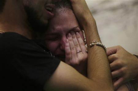 Relatives of victims of the fire at Boate Kiss nightclub attend a collective wake in the southern city of Santa Maria, 187 miles (301 km) west of the state capital Porto Alegre January 27, 2013. REUTERS/Ricardo Moraes