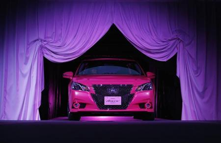Toyota Motor Corp's remodeled 'Crown Athlete' appears between curtains during an unveiling in Tokyo December 25, 2012. REUTERS/Yuriko Nakao/Files
