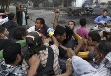 Proteste vicino piazza Tahrir al Cairo. REUTERS/Amr Abdallah Dalsh