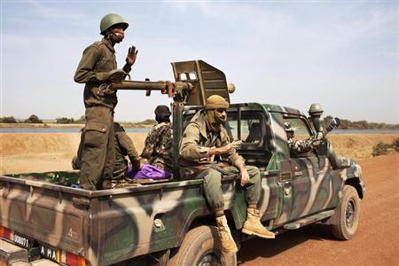 Malian soldiers ride in a Malian army pickup truck in Diabaly January 26, 2013. REUTERS/Joe Penney
